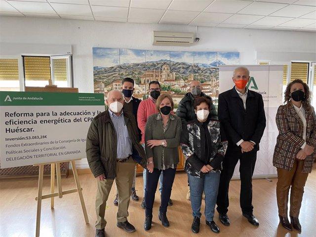 El delegado territorial de Igualdad, Manuel Montalvo, visita el Centro de Participación Activa de Huéscar (Granada)