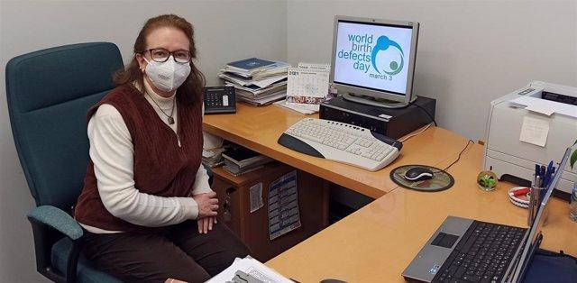 Eva Bermejo, investigadora del ISCIII, en su despacho del Instituto de Investigación de Enfermedades Raras (IIER).