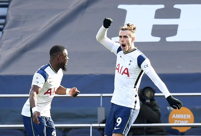 28 February 2021, United Kingdom, London: Tottenham Hotspur's Gareth Bale (R) celebrates scoring his side's fourth goal during the English Premier League soccer match between Tottenham Hotspur and Burnley at the Tottenham Hotspur Stadium. Photo: Daniel Le