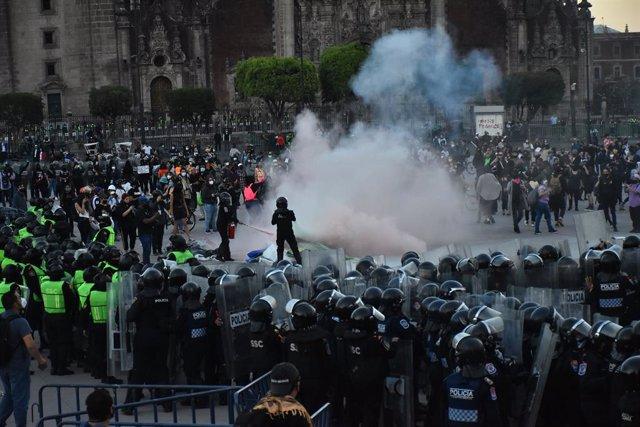 Despliegue policial durante una protesta de mujeres en Ciudad de México