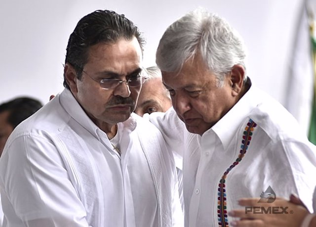 Archivo - El director general de Pemex, Octavio Romero, y el presidente de México, Andrés Manuel López Obrador