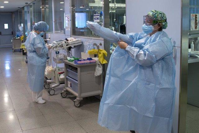 Archivo - Unitat de cures intensives d'un hospital (Arxiu)
