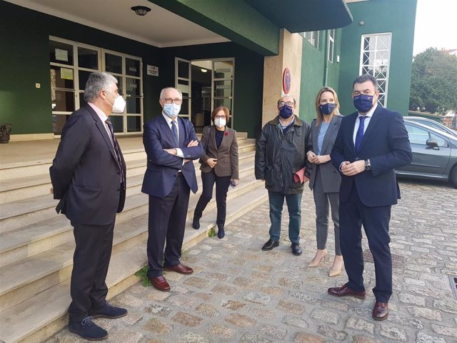 El conselleiro de Educación se reune con representantes del centro de formación de profesorado en Vigo