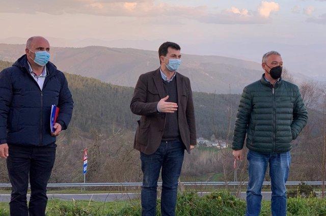 El secretario xeral del PSdeG, Gonzalo Caballero, se reúne en A Fonsagrada (Lugo) con los alcaldes de A Fonsagrada y Castroverde