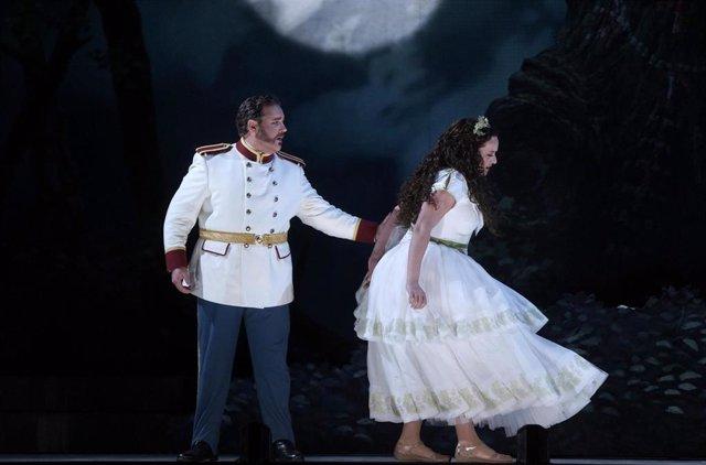 Escena de la ópera 'Norma' en el Teatro Real