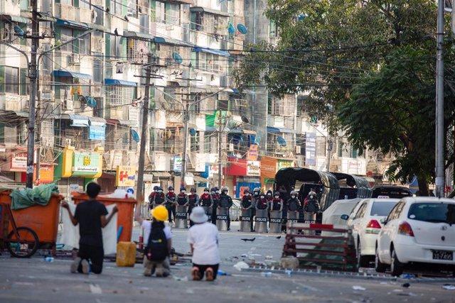 Protesta contra el golpe de Estado en Birmania