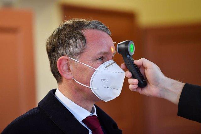 Bjoern Hoecke, líder de Alternativa para Alemania (AfD) en un control de temperatura