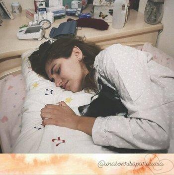 Foto: Unos padres valencianos buscan ayuda para pagar el tratamiento de movilidad de su hija en EEUU