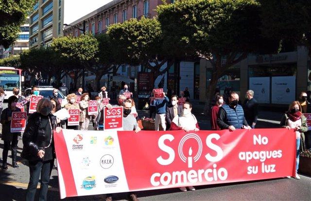 Archivo - Concentración de comerciantes en protesta por las restricciones contra el covid-19