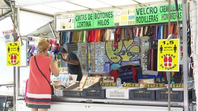 Archivo - Vuelve la actividad comercial de mercadillos ambulantes en València