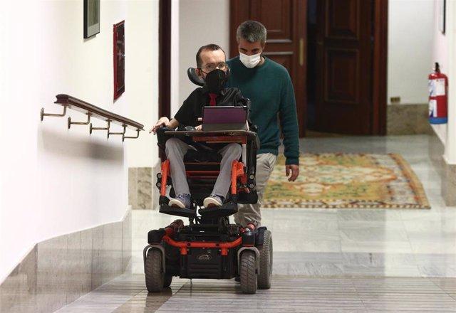 El portavoz parlamentario de Unidas Podemos, Pablo Echenique, se dirige a una Junta de Portavoces convocada en el Congreso de los Diputados, en Madrid, (España), a 2 de febrero de 2021.