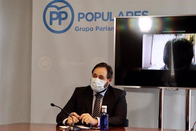El presidente del PP en Castilla-La Mancha, Paco Núñez, en un acto con mujeres deportistas