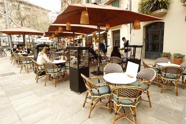 La terraza de una cafetería en Palma, el pasado martes en el primer día de reapertura.