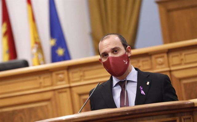 Pablo Bellido, presidente de las Cortes de C-LM, en el acto institucional por el 8M en el Parlamento regional