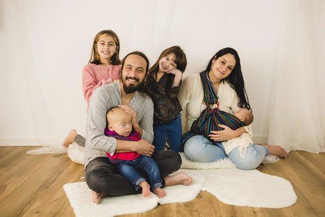 La familia de la niña afectada con el síndrome de Pallister-Killian