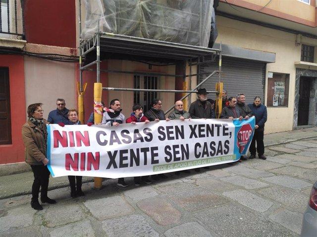 Archivo - Concentración por un desahucio en Ferrol