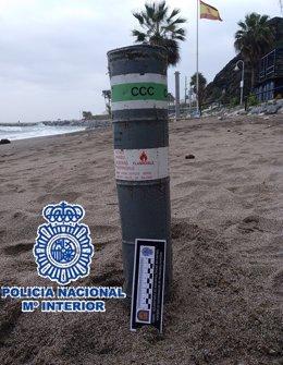 """Nota De Prensa """"Los Tedax De La Policía Nacional Neutralizan Un Artilugio Utilizado Para Señalizar Posiciones Marinas En Una Playa De Benalmádena"""""""