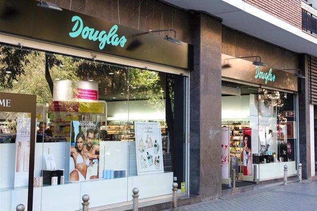 Archivo - Escaparate de la tienda  Douglas situada en Madrid