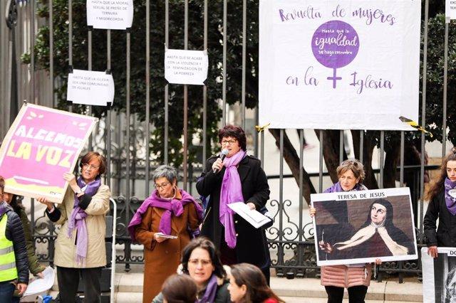 Archivo - La teóloga Pepa Torres en la concentración de la Revuelta de Mujeres de 2020.