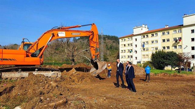 Comienzo de las obras del aparcamiento en el Barrio Covadonga