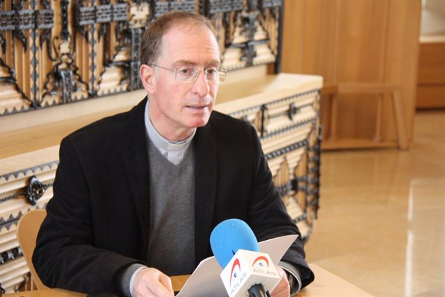 El director del Secretariado de Turismo, Peregrinaciones y Santuarios del Arzobispado de Barcelona, Josep Maria Turull, en rueda de prensa en la sacristía de la Sagrada Familia