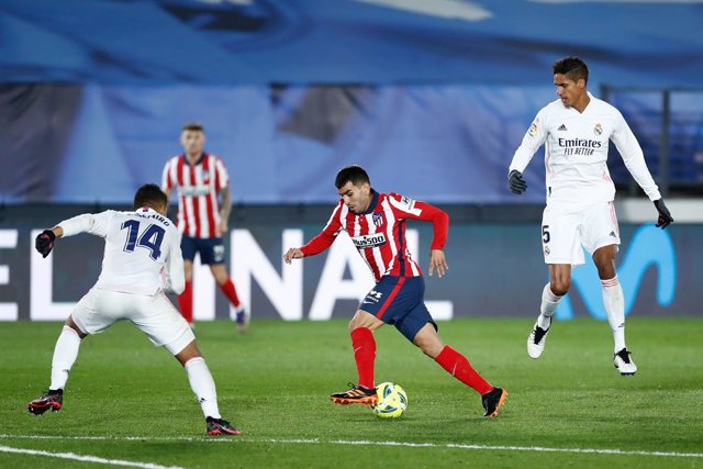 Archivo - Angel Correa of Atletico de Madrid and Carlos Henrique Casemiro of Real Madrid in action during the spanish league, La Liga Santander, football match played between Real Madrid and Atletico de Madrid at Ciudad Deportiva Real Madrid on december 1