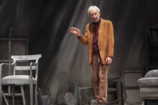 Archivo - El actor José Sacristán, durante el ensayo de la obra de teatro 'Señora de rojo sobre fondo gris'. En Tomares (Sevilla)