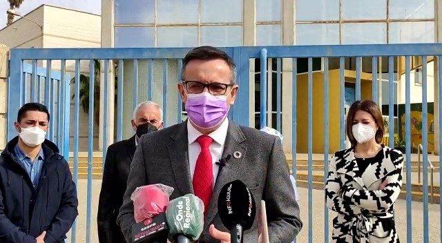 El secretario general del PSRM y portavoz del Grupo Parlamentario Socialista, Diego Conesa, durante su visita a Águilas