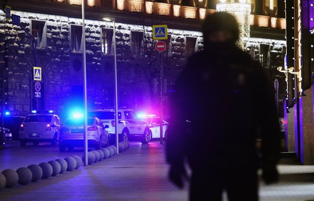 Archivo - December 19, 2019 - Moscow, Russia: Police cars at the headquarters of Russian Federal Security Service on Kuznetsky Most where an unknown person opened fire. December 19 2019. Russia, Moscow (Emin Dzhafarov/Kommersant/Contacto)