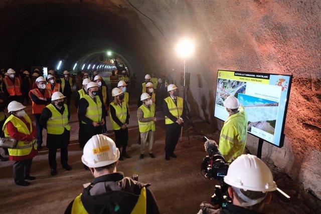 El ministro Transportes, Movilidad y Agenda Urbana, José Luis Ábalos, durante el acto de cale del túnel de Lilla de la A27, en Valls (Tarragona).