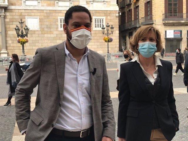 El diputat electe de Vox al Parlament Ignacio Garriga amb la diputada electa María García Fuster
