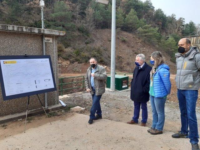 Visita del consejero Olona y la presidenta de la CHE a las obras en el barranco de Bailín.