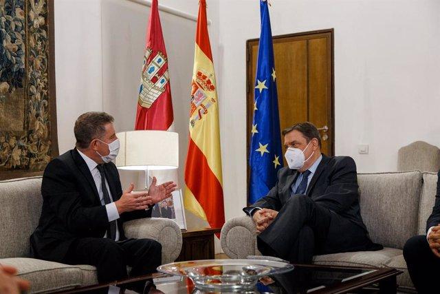 Emiliano García-Page y Luis Planas mantienen una reunión en el Palacio de Fuensalida, sede del Gobierno de Castilla-La Mancha