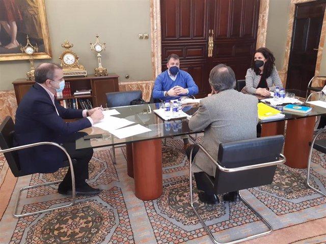 El delegado del Gobierno en Madrid, José Manuel Franco, se reúne con el alcalde de Rivas Vaciamadrid, Pedro del Cura.