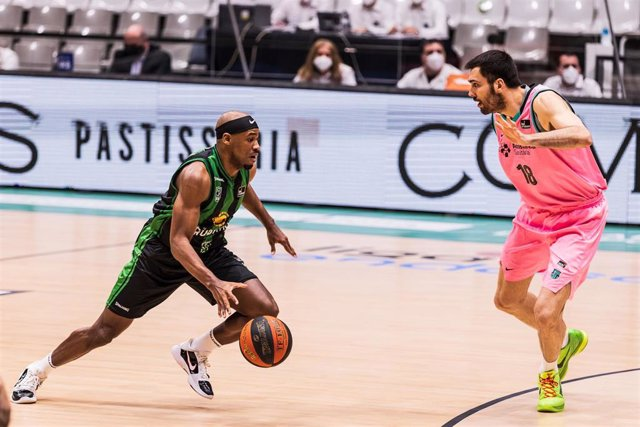 Demetrius Jackson of Club Joventut Badalona in action during the Liga Endesa ACB match between  Club Joventut Badalona and FC Barcelona at Palau Olimpic de Badalona on February 28, 2021 in Badalona, Spain.