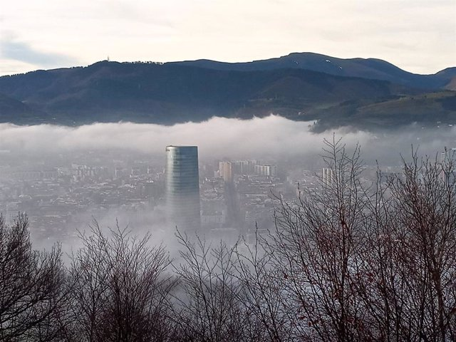 Nubes bajas sobre Bilbao.