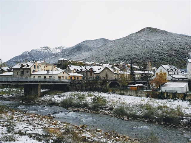 Archivo - Nieve, invierno, río, hielo, paisaje nevado