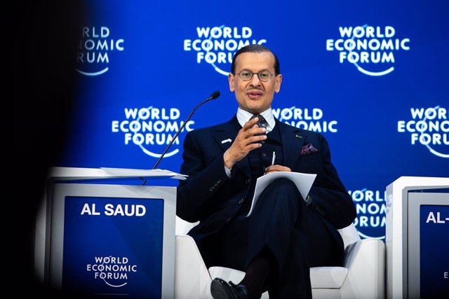 Archivo - HANDOUT - 23 January 2020, Switzerland, Davos: Saudi Minister of Energy Prince Abdulaziz bin Salman al-Saud speaks during a plenary session at the 50th World Economic Forum annual meeting. Photo: Ciaran McCrickard/World Economic Forum/dpa - ATTE