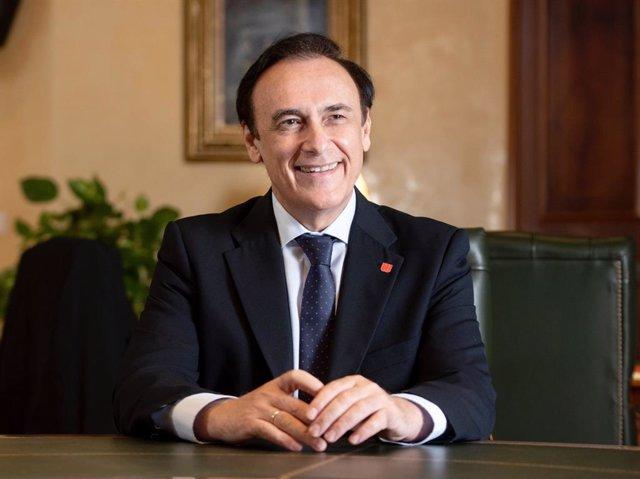Archivo - El presidente de Crue Universidades Españolas y rector de la Universidad de Córdoba, José Carlos Gómez Villamandos