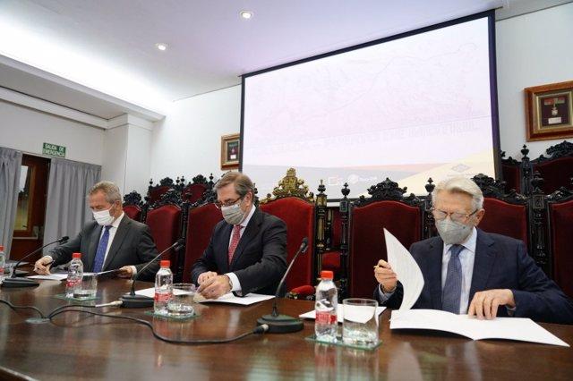 El Colegio de Abogados de Granada y la Real Academia de Jurisprudencia y Legislación firman un manifiesto del Puerto de Motril por la conexión ferroviaria