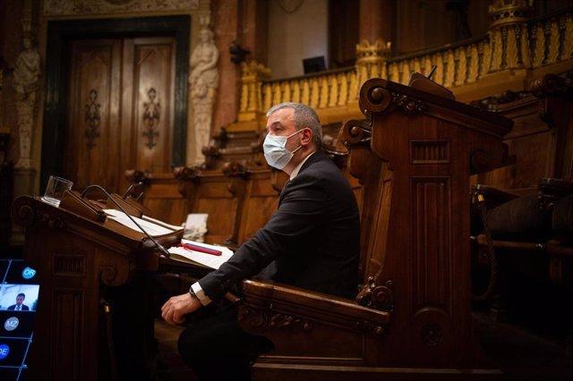 El primer teniente de alcalde en el Ayuntamiento de Barcelona, Jaume Collboni, durante una sesión plenaria del Consejo municipal del Ajuntament de Barcelona, Catalunya (España), a 26 de febrero de 2021.