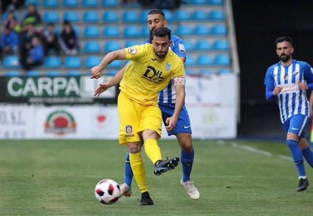 Archivo - Joya, del Navalcarnero, en un partido de playoff de Segunda B ante la Ponferradina
