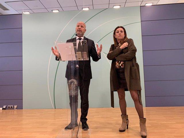 Archivo - El consejero de Educación,  Javier Imbroda, y la viceconsejera, María del Carmen Castillo, en una imagen de archivo.