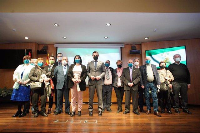 Juanma Moreno, este jueves en Barcelona con representantes de las Casas de Andalucía en Cataluña, para celebrar el 28F