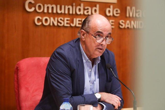 El viceconsejero de Salud Pública y Plan COVID-19 de la Comunidad de Madrid, Antonio Zapatero, interviene durante una rueda de prensa  a 5 de marzo de 2021.