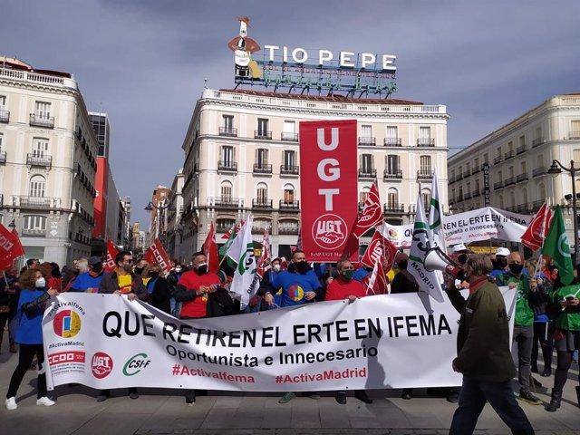 Trabajadores de Ifema protestan contra el ERTE en la Puerta del Sol.