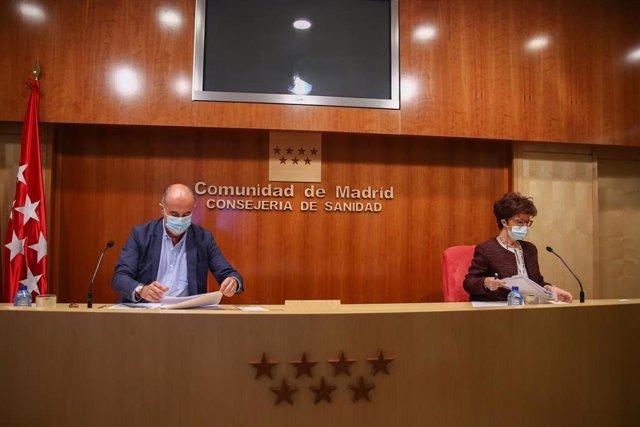 La directora general de Salud Pública, Elena Andradas, y el viceconsejero de Salud Pública y Plan COVID-19 de la Comunidad de Madrid