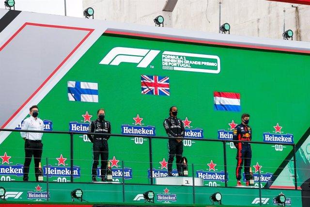 Archivo - Podium, BOTTAS Valtteri (fin), Mercedes AMG F1 GP W11 Hybrid EQ Power+, HAMILTON Lewis (gbr), Mercedes AMG F1 GP W11 Hybrid EQ Power+, VERSTAPPEN Max (ned), Aston Martin Red Bull Racing Honda RB16, portrait during the Formula 1 Heineken Grande P