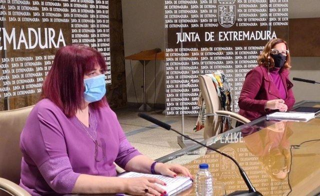 La consejera de Agricultura, Desarrollo Rural, Población y Territorio, Begoña García Bernal, y la directora general de Urbanismo, Eulalia Moreno