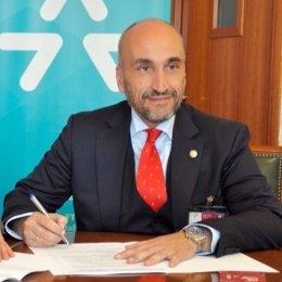 Archivo - El presidente del Consejo General de Gestores Administrativos, Fernando Santiago.